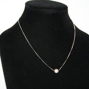 Beautiful vintage single pearl necklace